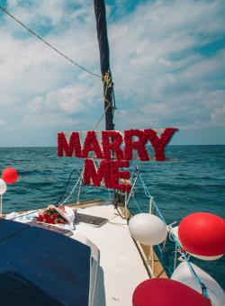 -נישואין-על-יאכטה-250x340 שייט רומנטי